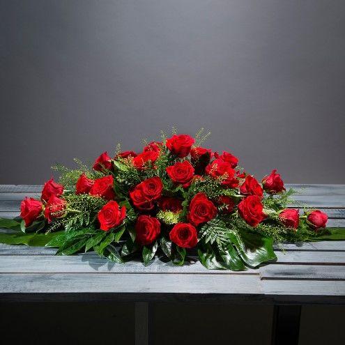 Almohadón de flores rojas