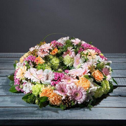 Corona de flores pastel